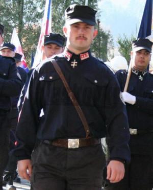 Ο Marian Kotleba με παραστρατιωτική στολή. Το ναζιστικό του κόμμα έχει τώρα 14 έδρες στο κοινοβούλιο
